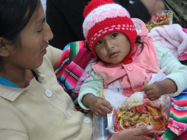 Una mujer indígena del Beni con su bebé. Foto Manos Unidas