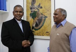 El obispo de Tezpur (Assam), Michael Aquasius Toppo  acompañado por Xavier Lakra, responsable de la Assam Mission