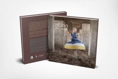 """El libro """"ALBINO"""" de Ana Palacios puede comprarse en http://ponteensupiel.com/index.php/libro-albino/ Su venta es a beneficio del proyecto Kilisun de África Directo."""
