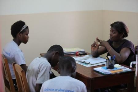Sesión de sensibilización sobre la trata en Kekeli, Togo. Foto Carmelitas de la Caridad Vedrunas