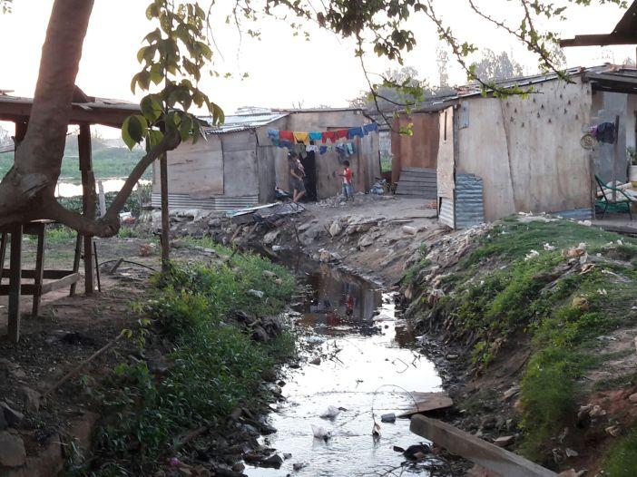 Una vista desde la Calle Ursicino Velasco del Bañado de Tacumbú. Foto Marta Isabel González