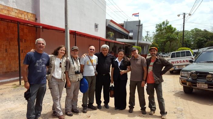 El equipo de Pueblo de Dios (TVE) y de Manos Unidas a la salida de la Cárcel de Tacumbú, junto a Luis Arias y Myriam Ramírez.