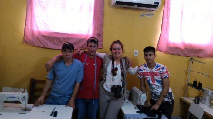 Algunos de los beneficiarios del taller de costura y corte y confección que ha financiado Manos Unidas.