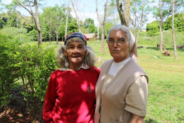 Rosalía y una de sus amigas de la comunidad indígena de Isla Hu. Foto: Marta Isabel González/Manos Unidas