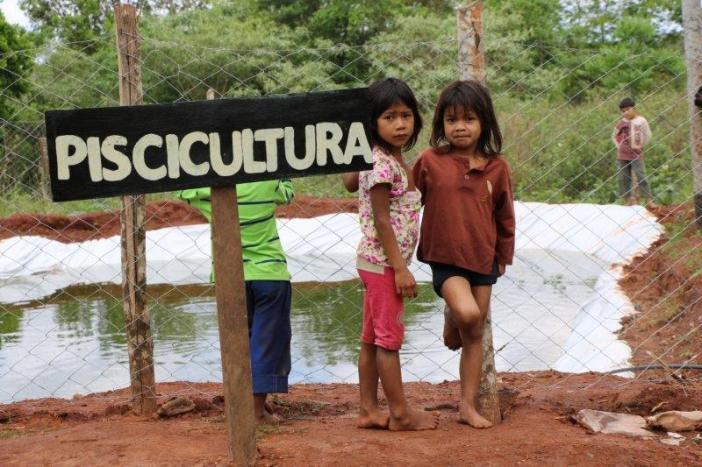 Piscicultura, agricultura, taller de motos...el Centro de Formación Agropecuaria de Isla Hu ofrece futuro a los indígenas mbya guaraníes. Foto Marta Isabel González / Manos Unidas