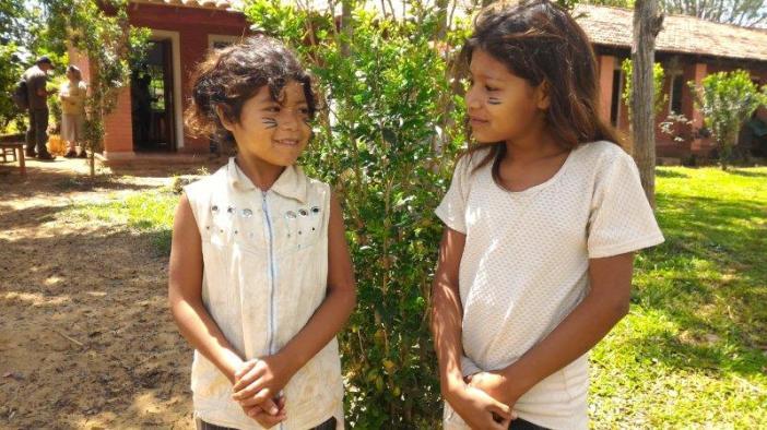 Las hermanas Carmelitas Misioneras Teresianas también miman la educación de los más pequeños entre los indígenas mbya guaraníes. foto Marta Isabel González