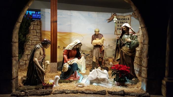 Nacimiento con figuras de gran tamaño (tamaño humano) que instalan cada Navidad en la Residencia de Astorga
