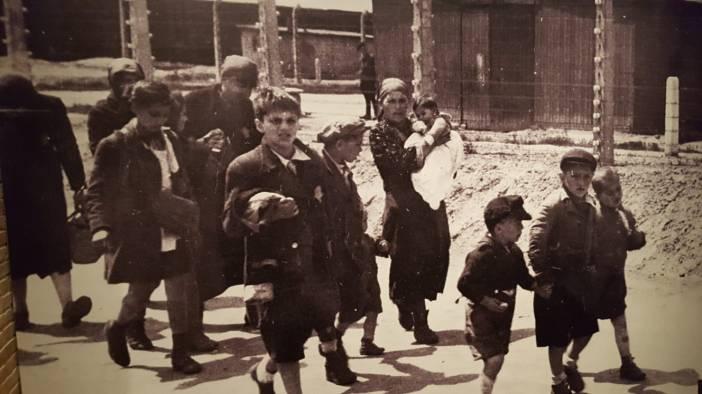 """Una de las fotos del """"Álbum de Auschwitz"""" de Hoffmann y Walter, único archivo fotográfico de las llegadas en tren al lugar en mayo de 1944 y fotos encontradas por Lilly Jakob-Zeimanovic."""