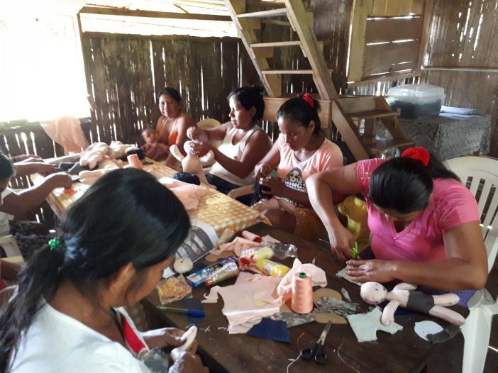 Uno de los talleres organizados por el Vicatriato de San José del Amazonas. Foto Domi Szkatula