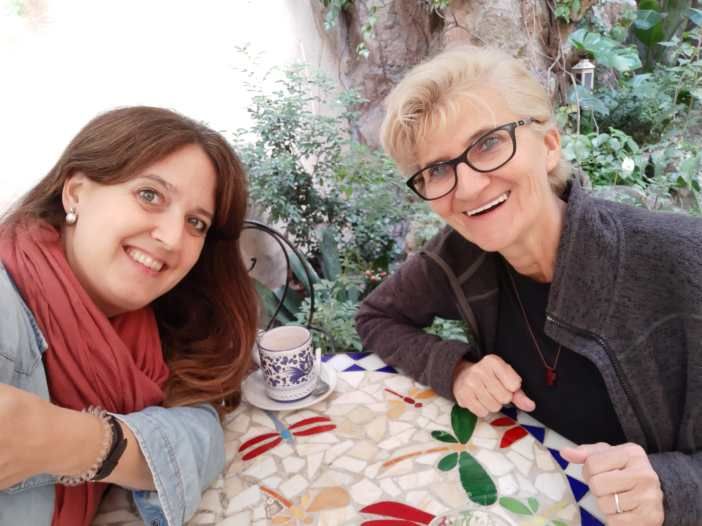 Domi Szakaturla y Marta Isabel González comentando esta entrevista en Roma, durante los días del Sínodo de la Amazonía