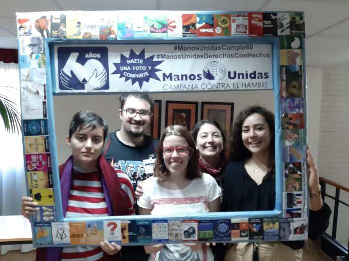 Natalia Díaz, Laura Menéndez, Alicia Gómez, Adrián González e Irene Rodríguez durante las Jornadas de Formación de Manos Unidas de 2019
